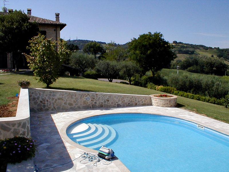 Progetti per la realizzazione di piscine private e arredo for Progetti di piscine e pool house